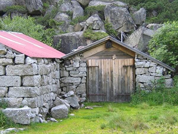 Alter Alpstall aus Steinen