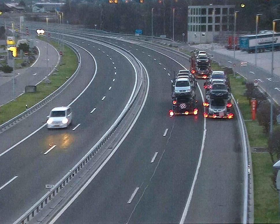 Rückwärtsfahrende Autotransporter wegen technischer Mängel stillgelegt
