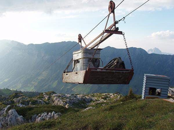 Die Erschliessung mit Seilbahnen hat den alpinen Raum nachhaltig geprägt. (Bild Elias Bricker)