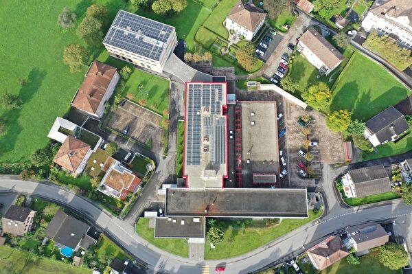 Alle Gebäude des Berufs- und Weiterbildungszentrums bwz Uri nutzen neu die Energie des regionalen Fernwärmenetzes. Bild Baudirektion Uri