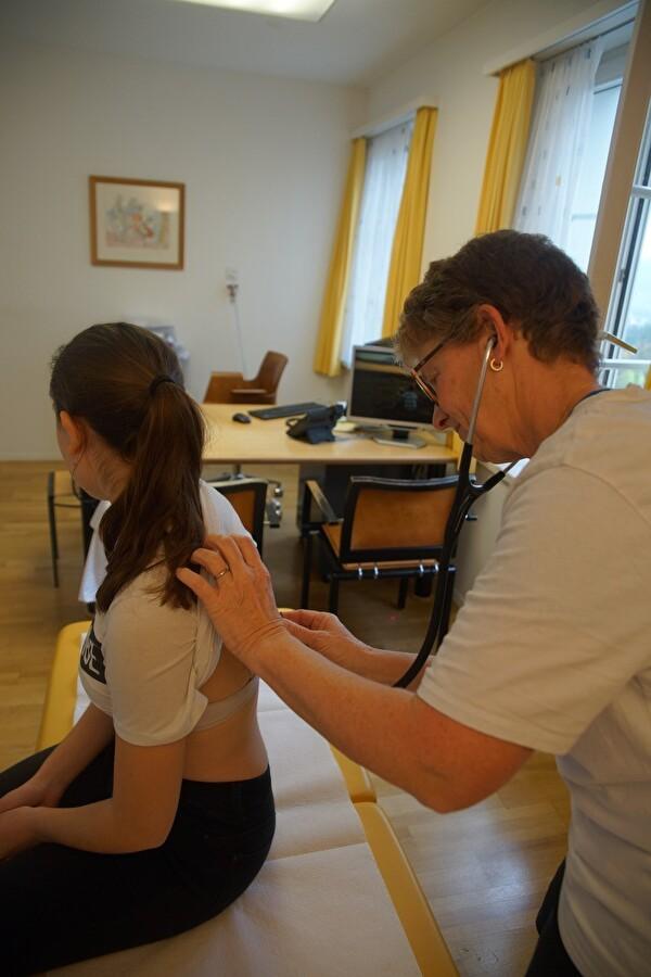 Pflegeexpertin Claudine Lüscher bei der Arbeit