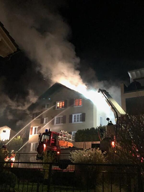 Mehrfamilienhaus durch Brand zerstört
