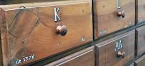 Historischer Archivschrank, Detail