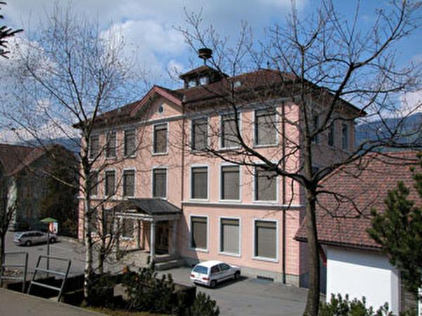 Schulhaus in Buochs