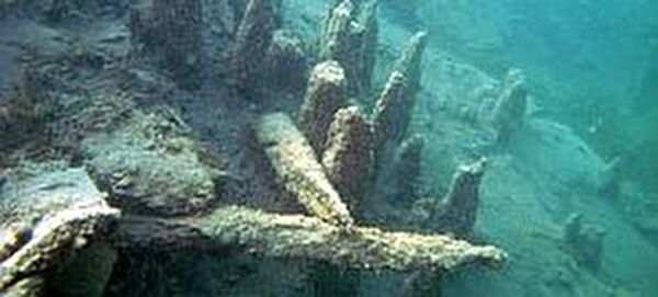 Pfähle unter Wasser