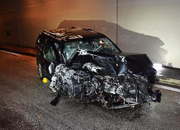 Unfallauto im Kirchenwaldtunnel