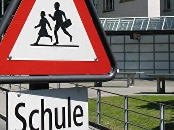 Schild Schule