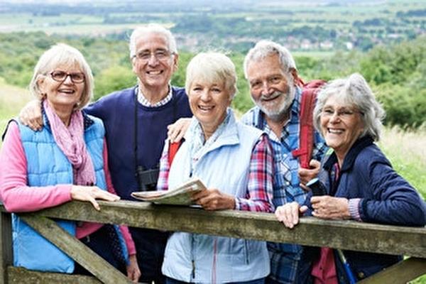 Ausflug mit älteren Menschen