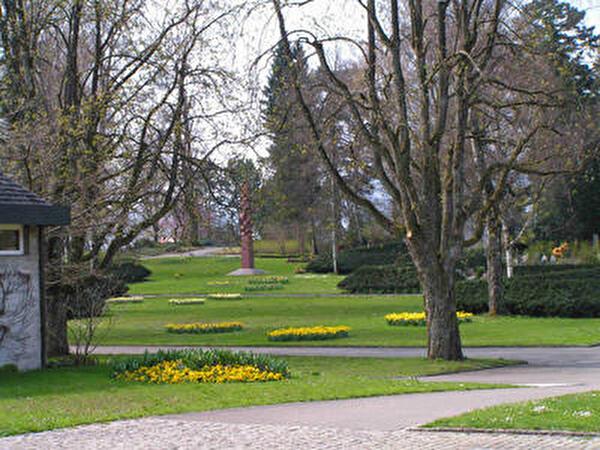 Blick auf die Friedhofanlage mit dem Gemeinschaftsgrab
