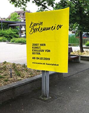 Plakatstelle mit gelber Housse