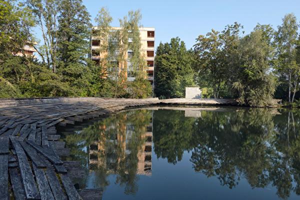 Zellweger-Park mit Kawamata-Brücke