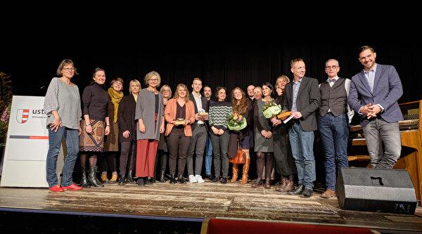 Gruppenbild mit allen Preisträgern der Stadtpreise 2019