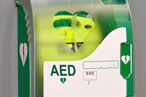 AED Gerät (Defibrillator)