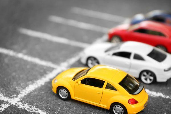 Auto auf einem Parkplatz