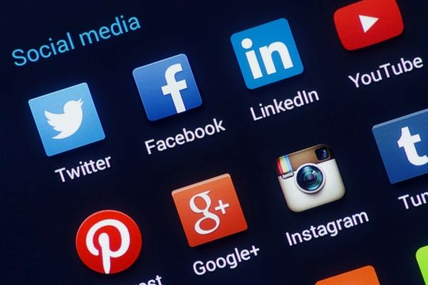 Symbolbild Social Media mit verschiedenen Icons