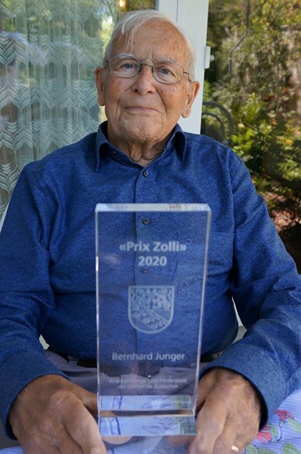 Bernhard Junger mit dem ersten Anerkennungspreis «Prix Zolli».