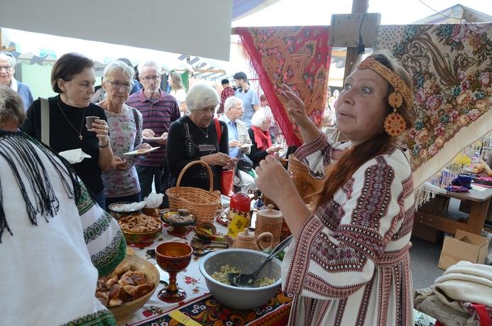 Spezialitäten und Ambiente aus Russland am Fest der Volkskulturen