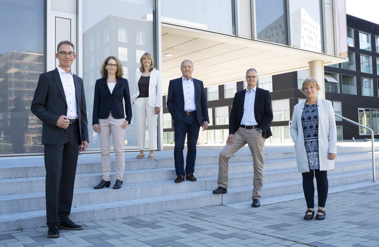 Der Gemeinderat zu Beginn der Legislaturperiode 2020/2024 (von links): Thomas Zemp (CVP), Baudepartement; Gemeindeschreiberin Irene Arnold; Astrid David Müller (SVP), Immobilien- und Sicherheitsdepartement; Ruedi Burkard (FDP), Präsidialdepartement und Gemeindepräsidium; Hans-Ruedi Jung (CVP), Finanzdepartement; Claudia Röösli (L20), Sozialdepartement.