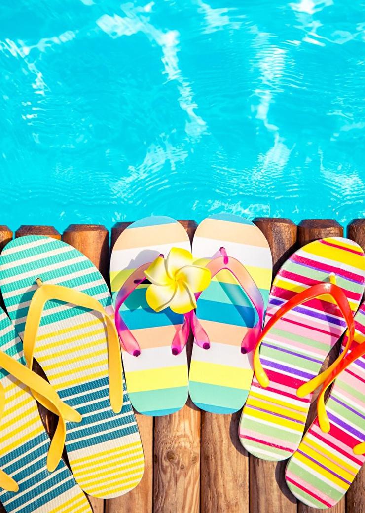 FlipFlops am Pool