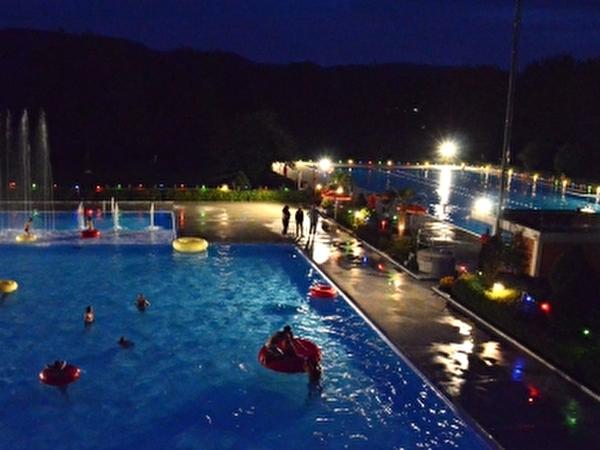 Aescher Schwimmbad bei Nacht