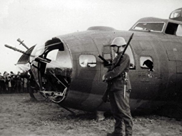 Flugzeug mit Soldat