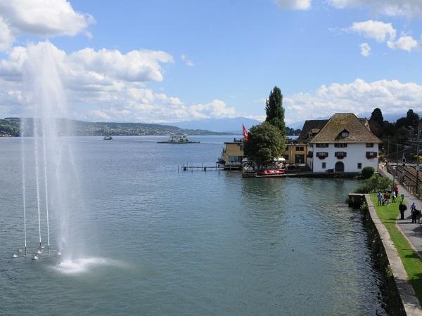 Ortsmuseum mit Springbrunnen