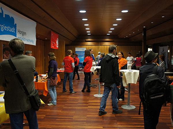 Besucherinnen und Besucher des Filmfestivals