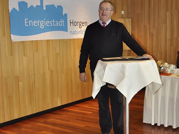 Gemeindepräsident Theo Leuthold führte durch die Veranstaltung.
