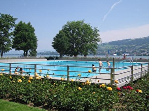 Freibad Seegarten mit Blick auf Bodensee
