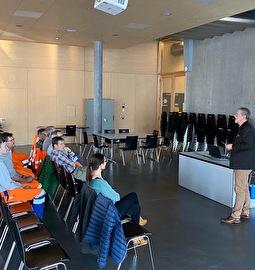 Rudolf Halter begrüsst die Mitarbeitenden zum Teamevent