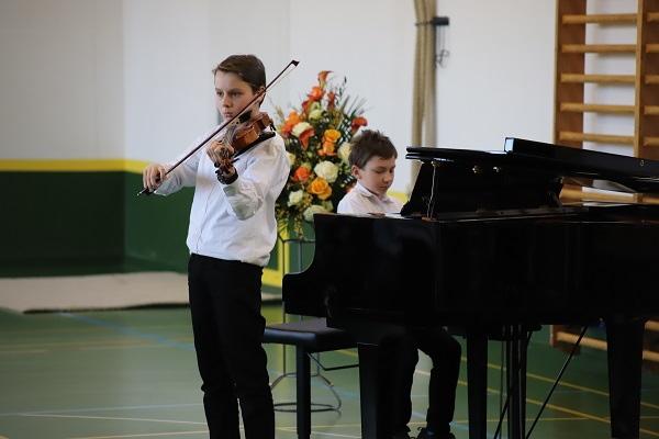 Musikschüler am Musizieren