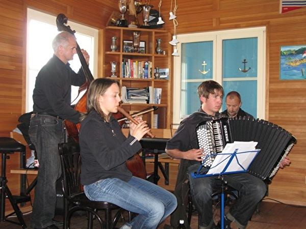 Sommermusik im Birkenwäldli mit Hüüsmüsig Gehrig