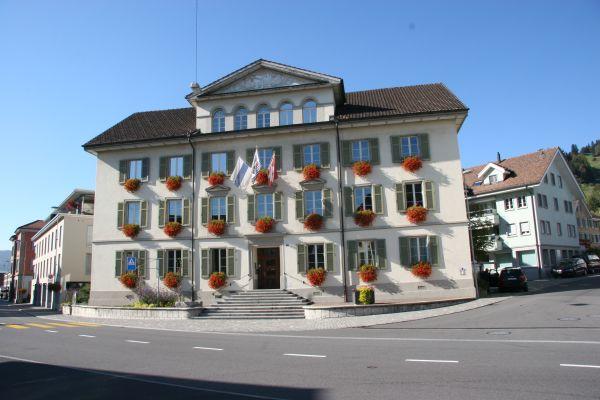 Altes Dorfschulhaus Unterägeri Notariat