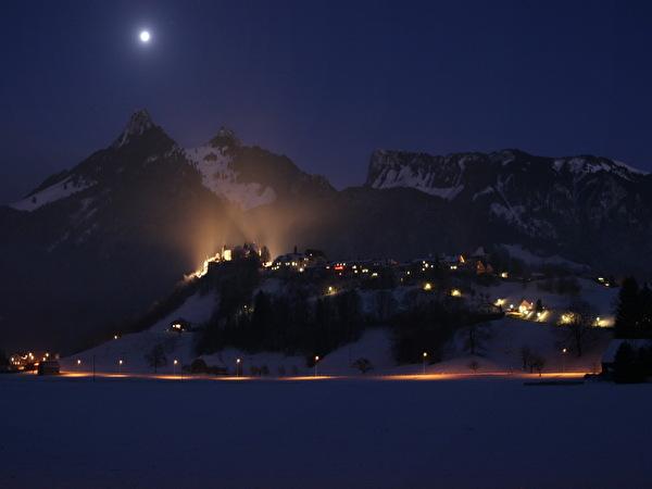 Gruyères sous le clair-de-lune