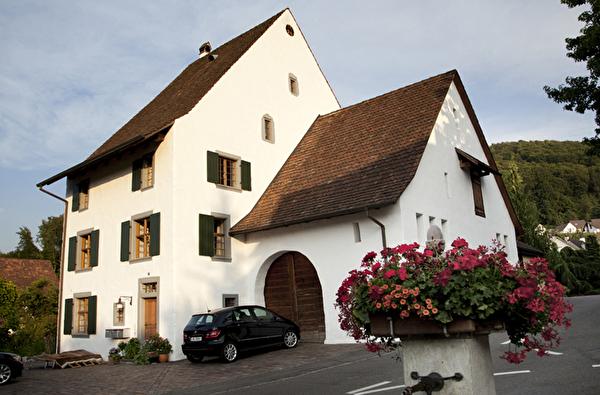 Hohes Haus Höche Huus Gemeinde Pratteln Bauernhaus schräge Haus