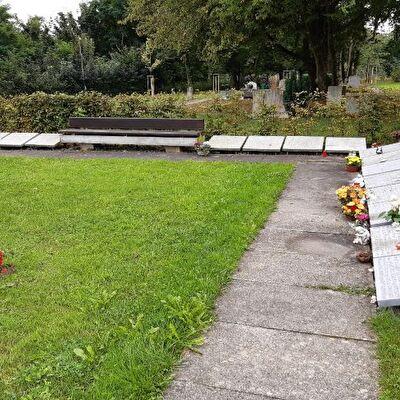 Inschriftenplatten Friedhof Blözen
