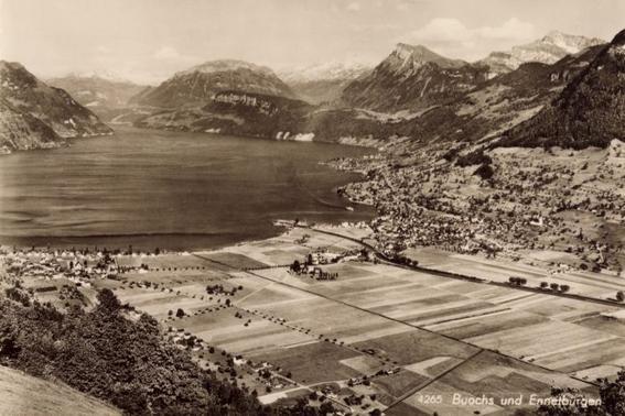 1952: Blick auf die Allmend und in die Berge