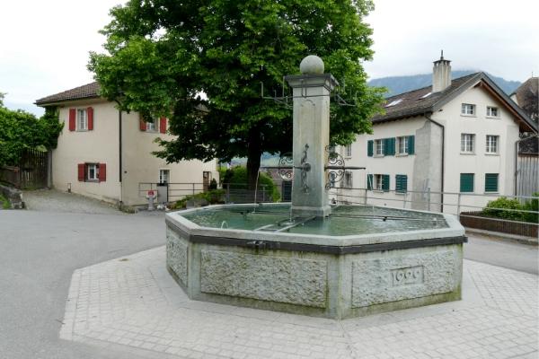 Brunnen unter der Linde