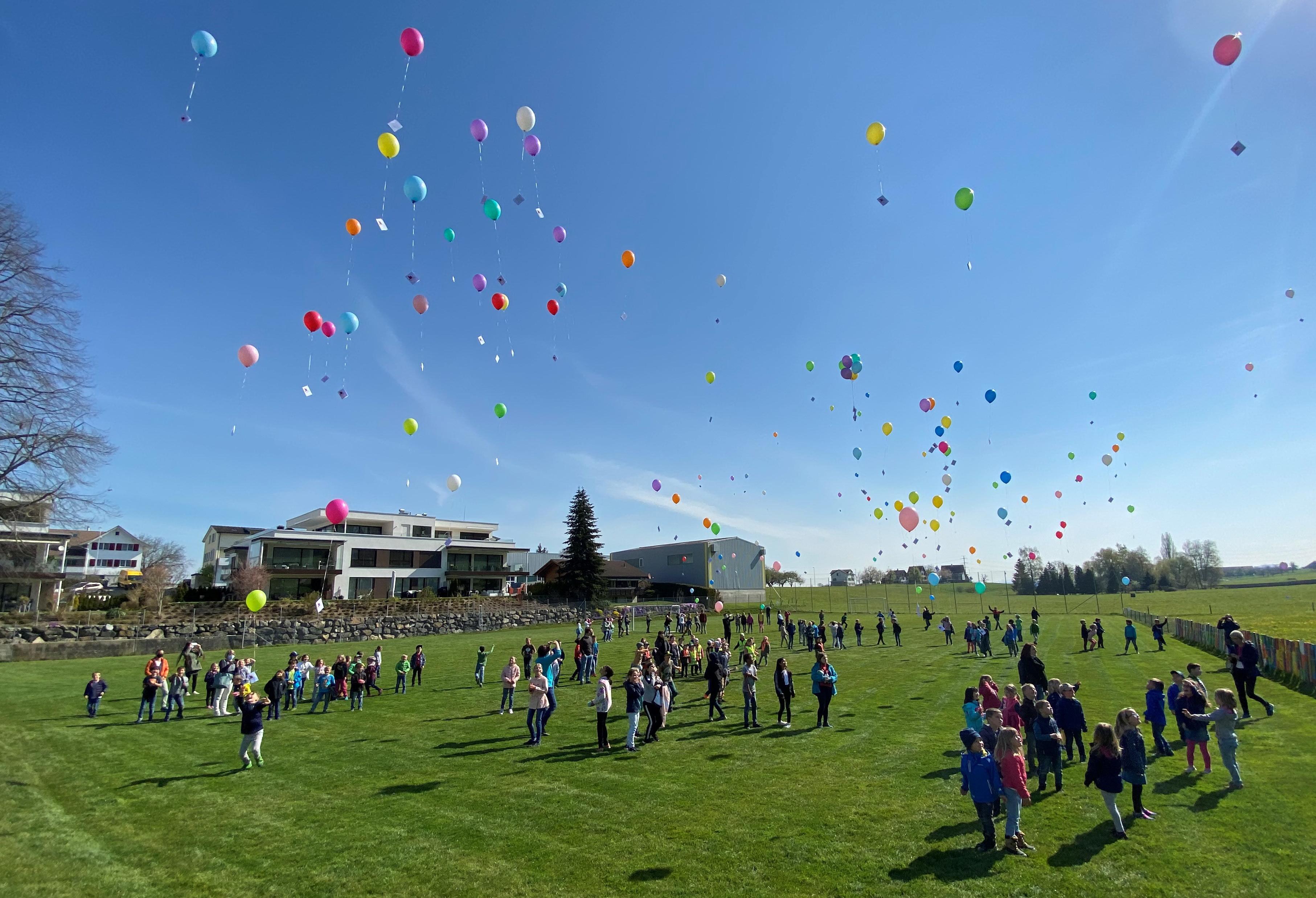 weitere Ballone