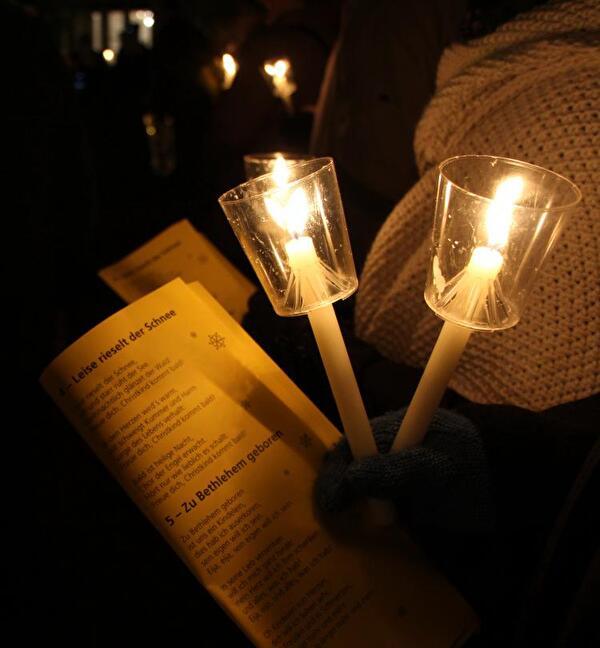 Singen im Kerzenschein