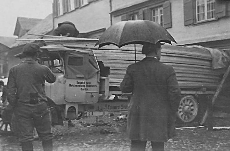 Lastwagen in Wirtshaus
