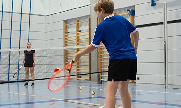 Kreativ- und Sportwochen Herbst: Tennis und Schoggifabrik sind am beliebtesten