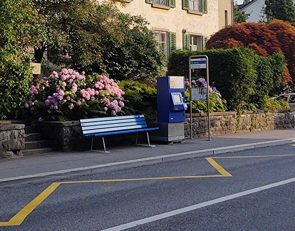 Provisorische Bushaltestelle Richtung Friedentalstrasse