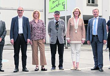 Verantwortliche Personen vor dem Luzerner Theater