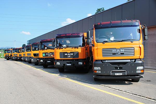 Kehrichtwagen vor dem Werkhof Stadt Luzern