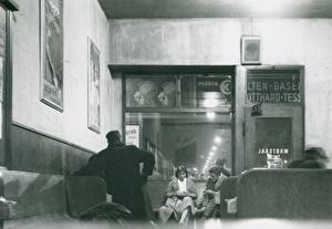 Liebespaar im Bahnhof