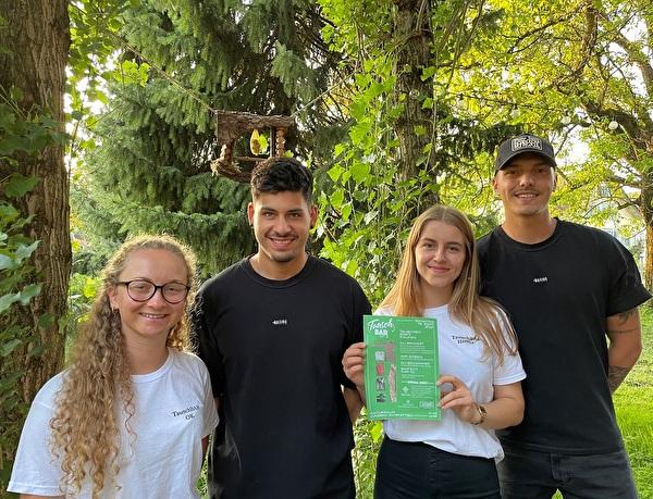 Ermöglichen green shopping in Altstätten: Taina Ruckdeschel, Yannik Zellweger, Leonie Kobelt und Sebastiano Jaramillo.