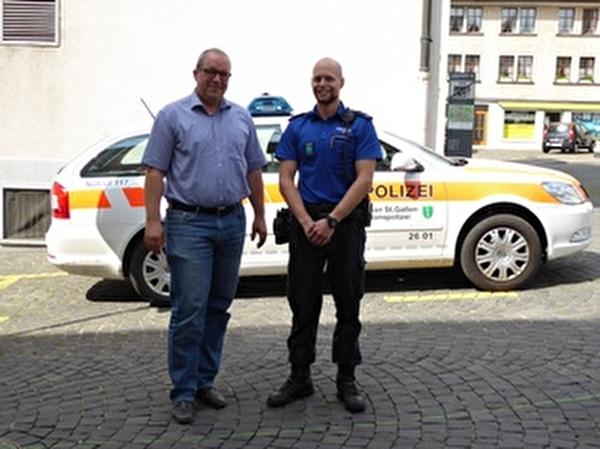 Stadtpräsident Ruedi Mattle mit Stadtpolizist Daniel Braunwalder