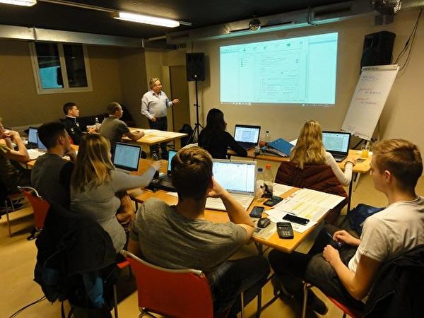 11 Teilnehmende nutzten den letztmaligen Workshop und konnten nach 1,5 Stunden korrekte Unterlagen einreichen.