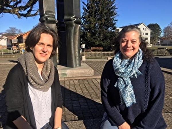 """Heike Mader (links) und Ruth Zai unterstützen Mütter und Väter in ihrem anspruchsvollen Job des """"Eltern seins""""."""